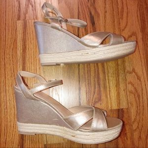 new york and company 10 Gold Wedges